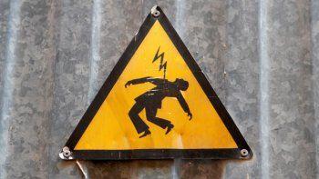 Una joven murió electrocutada mientras lavaba la ropa