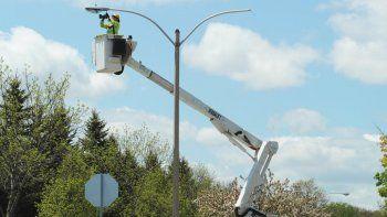 Un obrero se tiró de una escalera para evitar su electrocución