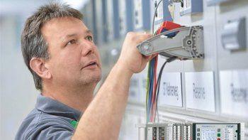 Comprobación fácil y segura de instalaciones con FAME, de Phoenix Contact