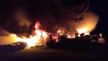 Tandil: se incendió una reconocida fábrica de chacinados