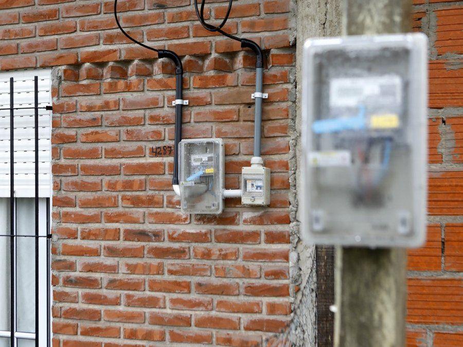 Denunciaron conexiones clandestinas y lograron la normalización de todo un barrio
