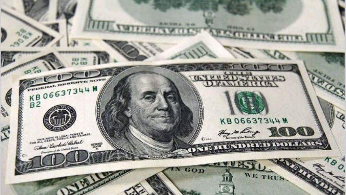 Todos quieren dólares: ya es récord la cantidad demandada por el público al precio oficial
